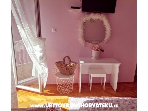 Apartmaji Nina - Baška Voda Hrvaška