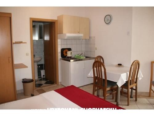 Apartmaji Pavić Promajna - Baška Voda Hrvaška