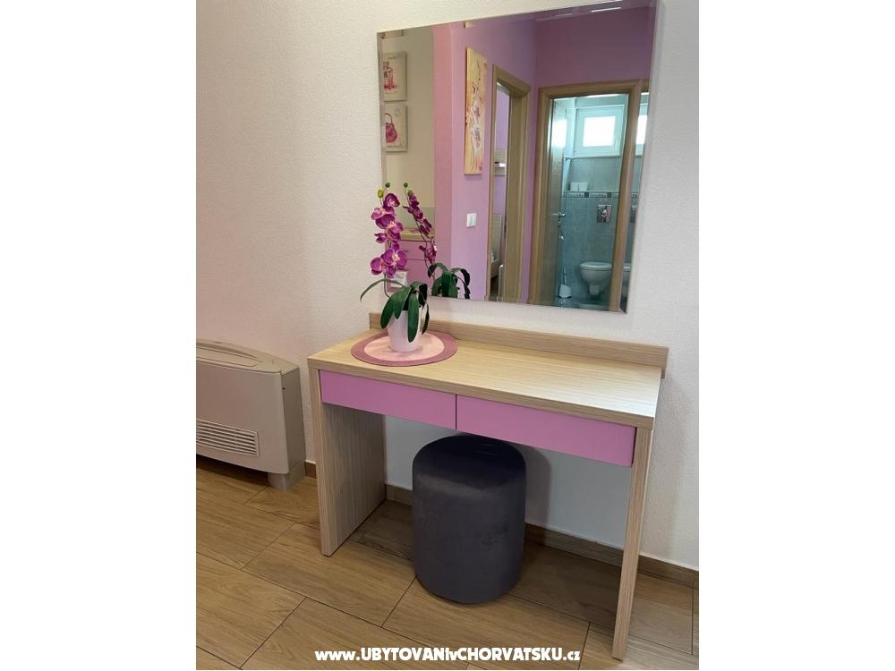 Apartmaji Sanja - Baška Voda Hrvaška