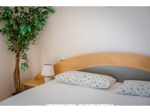Ivana Appartamenti - Ba�ka Voda Croazia