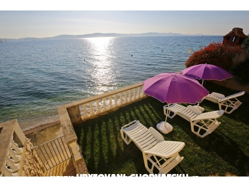 "Apartmány  "" First row to the sea "" - Bibinje Chorvatsko"