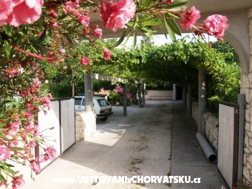 Ferienwohnungen Misetic - Brač Kroatien