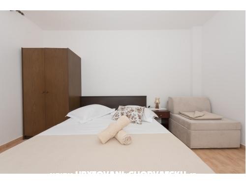 Apartmaji Vera i Ćiro Novak - Brela Hrvaška