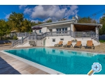 Villa MANTA 2x app.+Heated pool - Crikvenica Chorvatsko