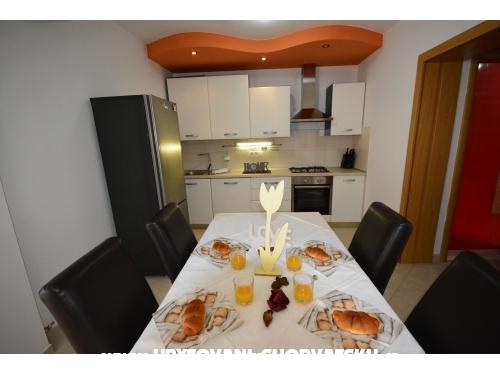 Apartments Bo�o i Slavica - Sv. Filip i Jakov Croatia