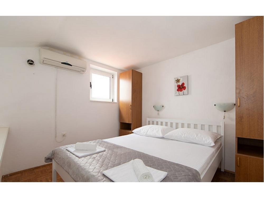 Apartments IRENA Šušak - Igrane Croatia