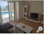 Beachfront Apartments with pool, Karlobag, Kroatien
