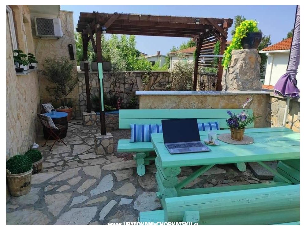 Apartmaji LUNA - ostrov Krk Hrvaška