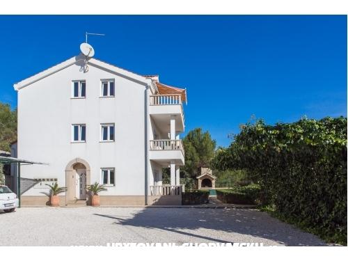 Apartmaji Carapina - Marina – Trogir Hrvaška