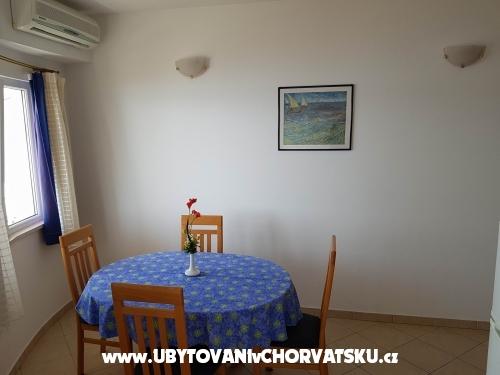 Apartmani Villa MANDINA sa bazenom - Marina – Trogir Hrvatska