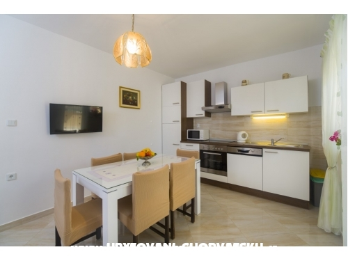 Apartmaji Kuvek - Marina – Trogir Hrvaška