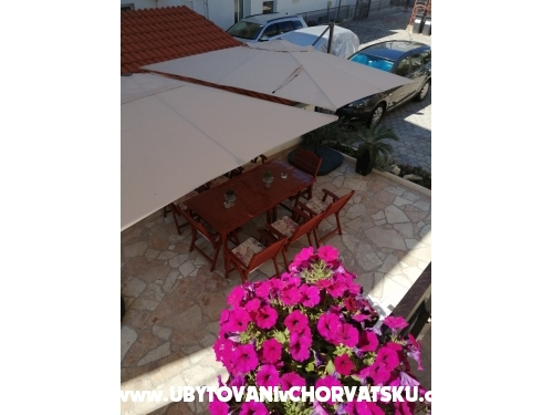 Apartments Ivica �osi� - Omi� Croatia
