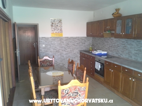 Apartment Omi� �elina - Omi� Croatia