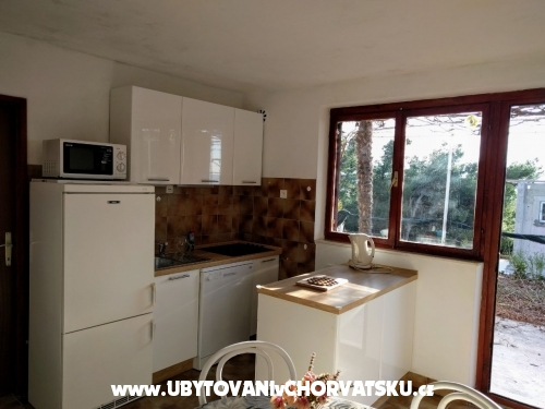 Apartmaji AGAVA - Omiš Hrvaška