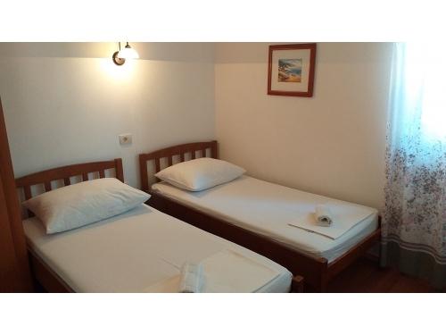 Apartments Jure Tičinović - Omiš Croatia