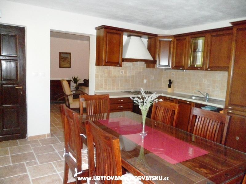 Apartments Maja - Omi� Croatia