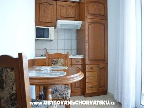 Apartmaji Uglješić - Omiš Hrvaška