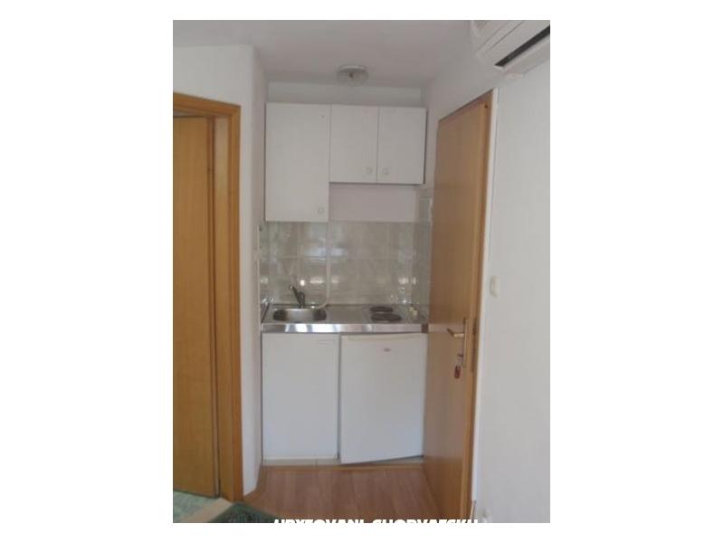 Apartmaji Vinka Saric - Omi� Hrva�ka