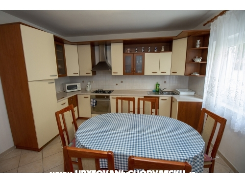 Apartments Vrlji�ak - Omi� Croatia