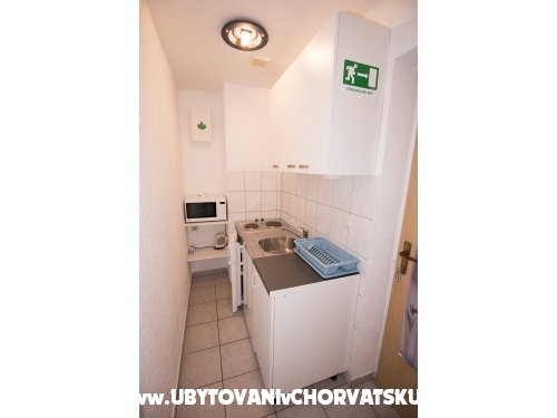 Apartments Ze�i� - Omi� Croatia