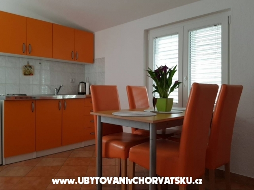 Apartments Uglje�i� - Omi� Croatia