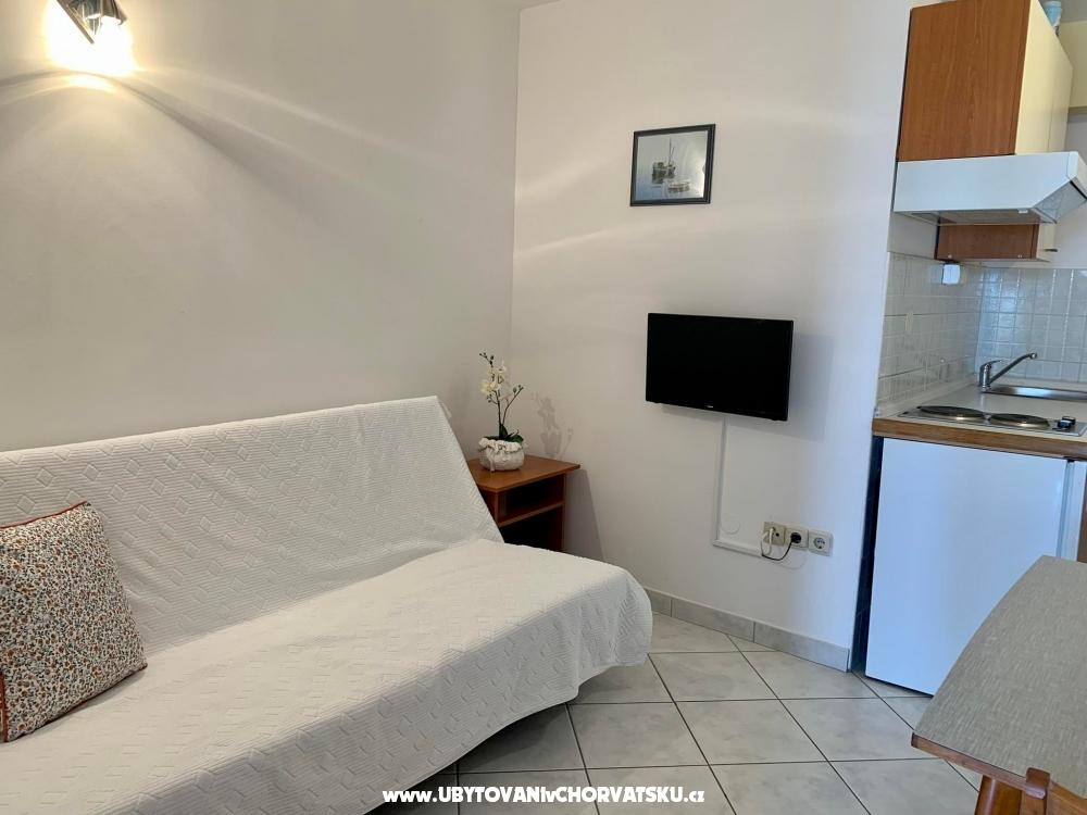 Apartments Nikola �karica - Omi� Croatia