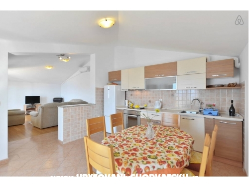 Apartments by the sea - Omiš Croatia