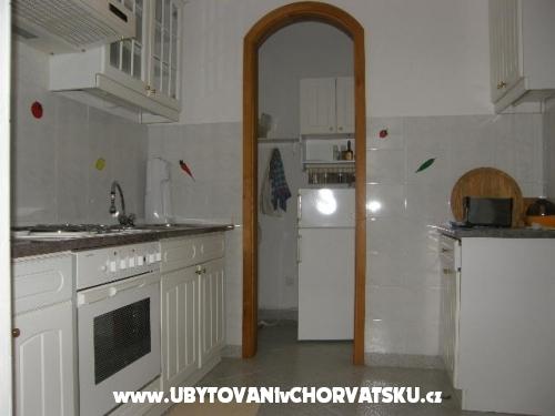 Villa Laura 50 m do mora - Omiš Chorvátsko