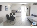 Villa Laura 50 m do mora - Omi� Croazia