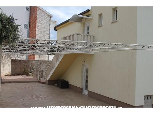 Novi apartmani Petar - Omiš Chorvátsko