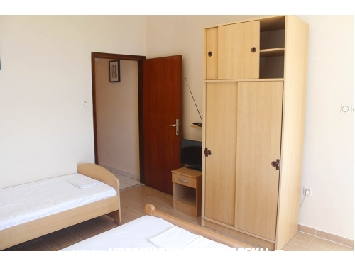 Apartmány Kustic - ostrov Pag Chorvatsko