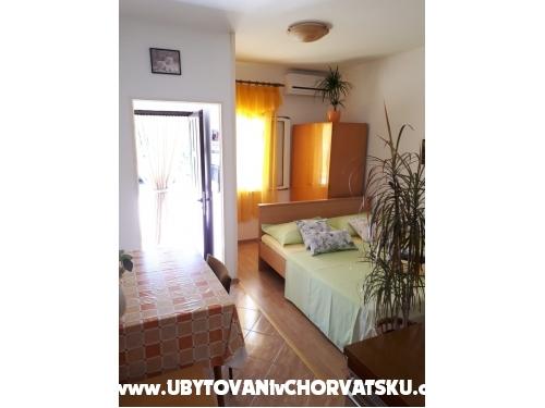 Apartmaji Center Pag - ostrov Pag Hrvaška