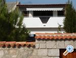 Renovated old house near sea in Pag Chorvatsko