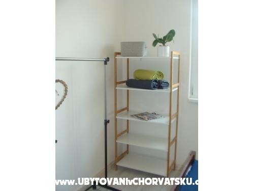 Apartmaji Ivan i Nikola - Pakoštane Hrvaška