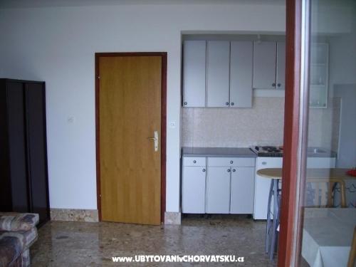 Apartmaji Nakić - Pakoštane Hrvaška