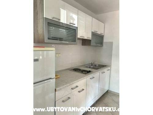 Apartments Tina - Pakoštane Croatia