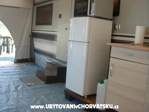 Karavany v autokampe  LU KA - Pakoštane Chorvatsko
