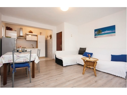 Apartment Neda Pirovac - Pirovac Croatia