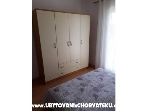 Apartmanok Čubrić - Pirovac Horvátország