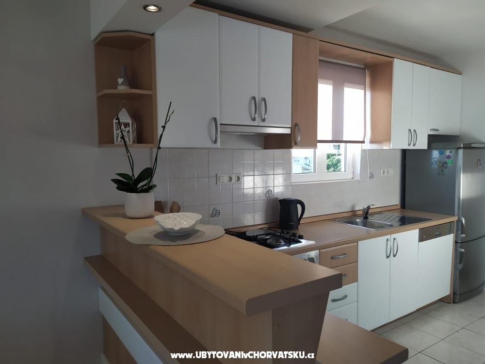 Apartmaji Zubac - Podgora Hrvaška