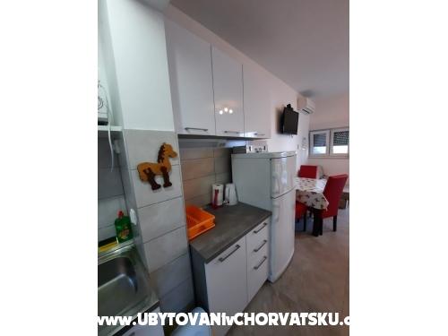 Apartmaji Plave oči - Podstrana Hrvaška
