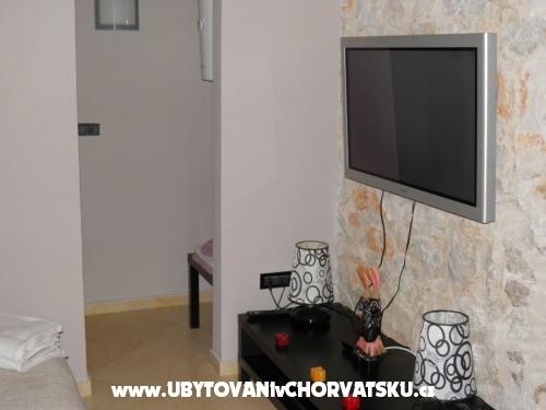 Nina A2+1 - Pore� Croazia