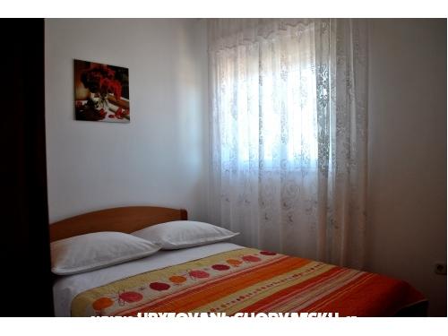 Apartmány TONĆI I IRIS*** - Primošten Chorvatsko
