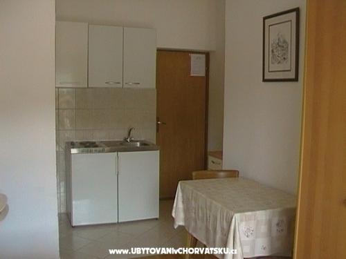 Apartmanok Ana - Primo�ten Horv�torsz�g