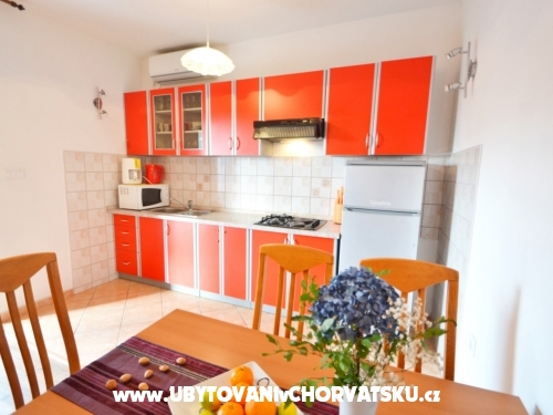 Apartmaji Lungomare - Privlaka Hrvaška