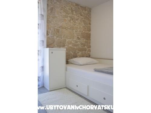 Mustaća Dvori - Privlaka Kroatien