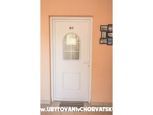 Apartmaji Bartoli� - Rogoznica Hrva�ka