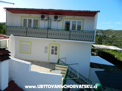 Family house sa okućnicom Nikša - Rogoznica Croatia