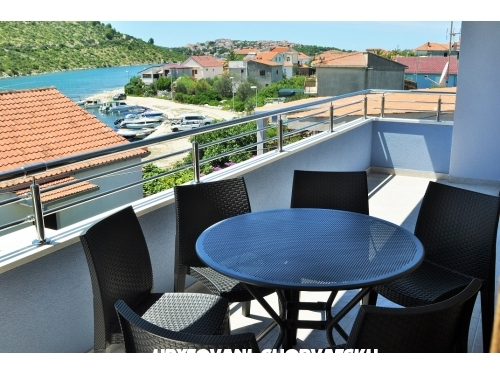 Apartments Zora - Rogoznica Croatia