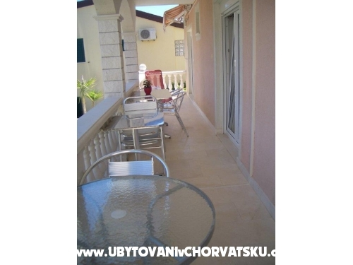 Apartments Knezevic - Rogoznica Croatia